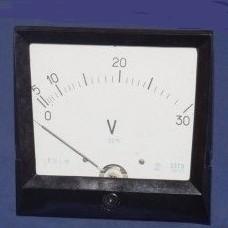 voltmetr E378