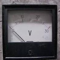 voltmetr M381